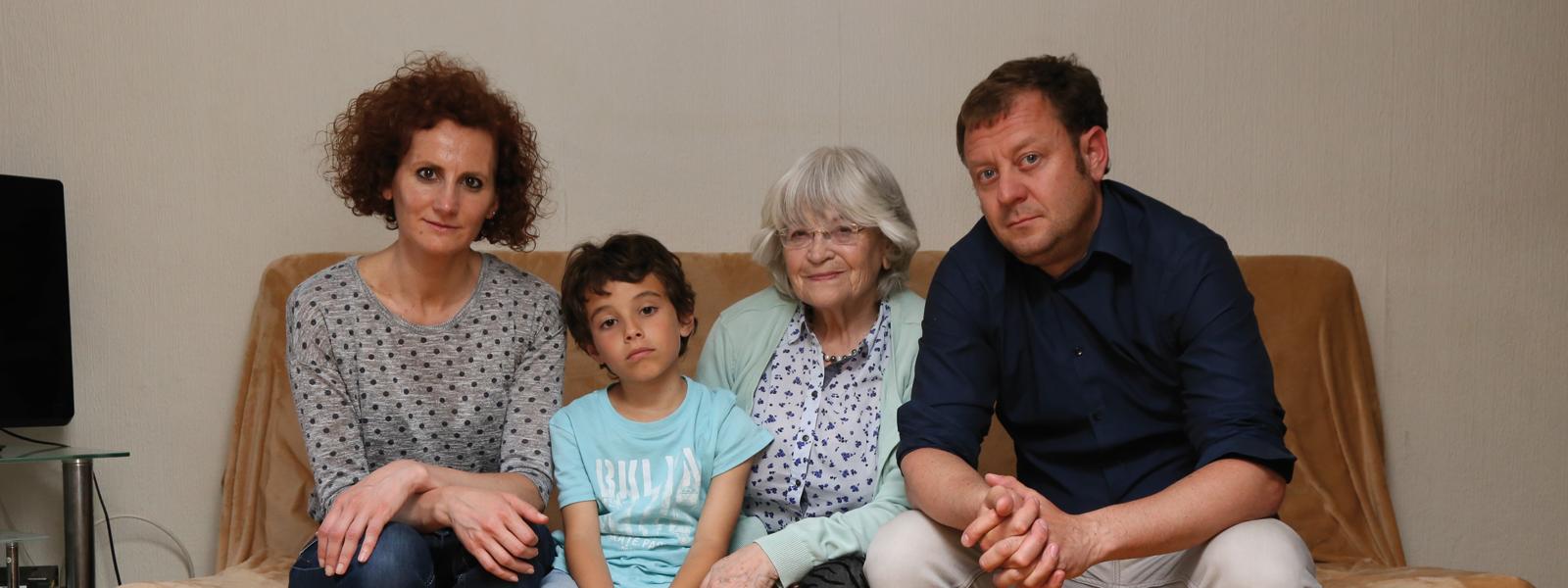 familia_sanchez_roig_no_ens_conformem_caritas_barcelona_campanya